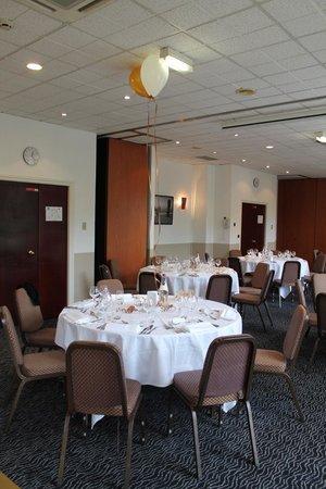 Holiday Inn Calais - Coquelles : SALLE OU LES TABLES ETAIENT DRESSEES