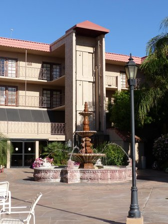 Chaparral Suites Scottsdale: Chaparral Suites -- pool area