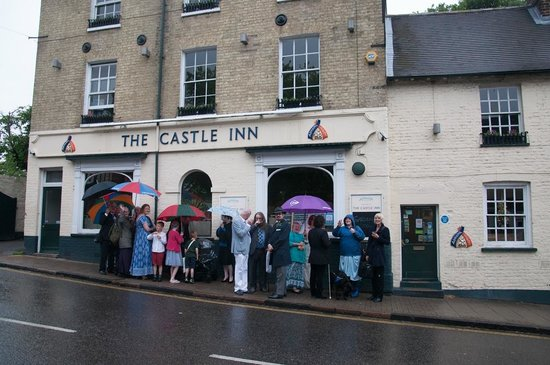 Castle Inn: Wedding Party made to wait outside the pub!