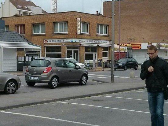 La bonne assiette: Vu du restaurant a partir du parking