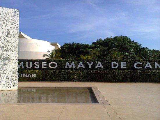 Museo Maya de Cancun : fachada