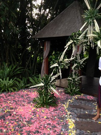 RedDoor Bali: The ceremonial arch created for the wedding