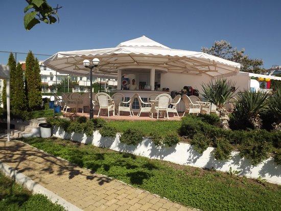 PrimaSol Sineva Park: the pool bar