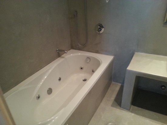 Saint Vlassis Hotel: Hot tub