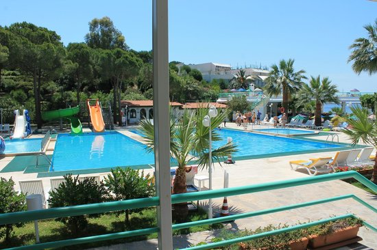 Grand Efe Hotel: the view at the swimming pool from the terrace