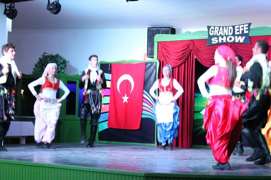 Grand Efe Hotel: Turkish national dance at the evening show