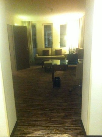 Berlin Marriott Hotel: Suite ' s living room