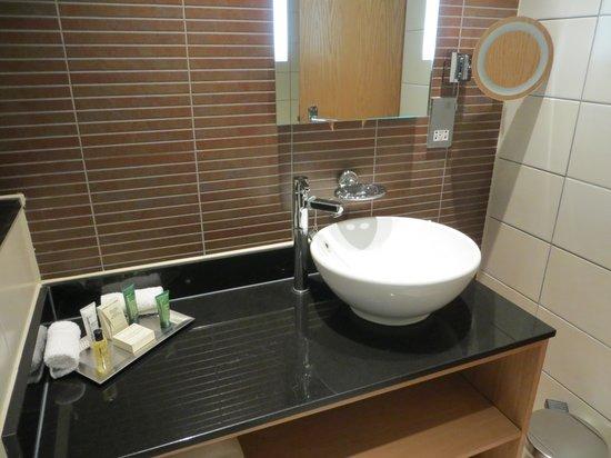 Hilton Bath City : Vanity area