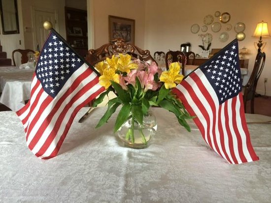 Arbor House Bed and Breakfast Inn: Memorial Day Decorations