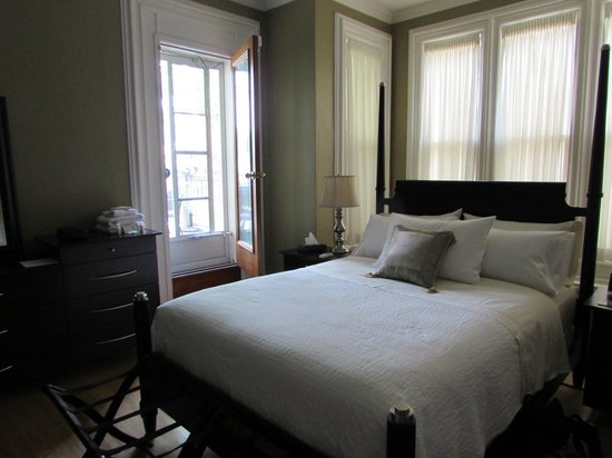 Woodfield Bed & Breakfast: East Side Balcony Room