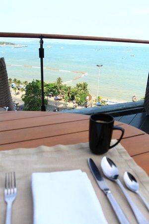 Hilton Pattaya: breakfast view