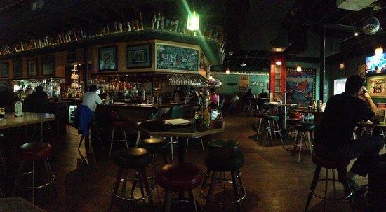 Humpy's Great Alaskan Alehouse: The bar