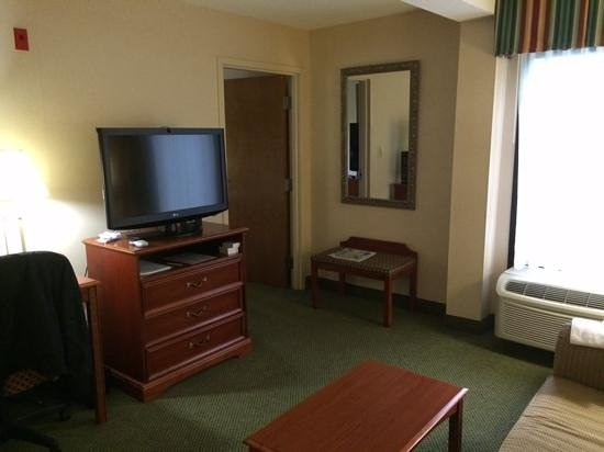 Holiday Inn Express Richmond Mechanicsville : living area of a suite