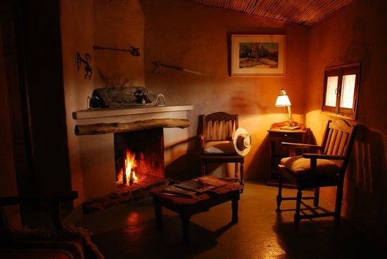 Estancia La Alejandra: Sala común de las habitaciones