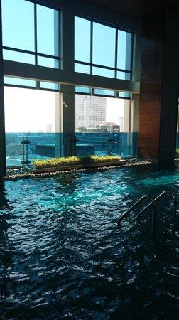 Renaissance Bangkok Ratchaprasong Hotel: View from Pool