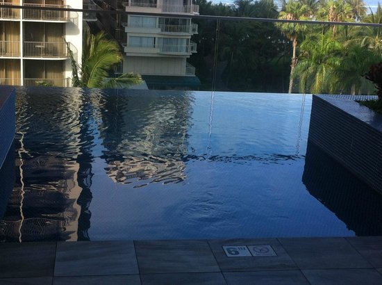 Trump International Hotel Waikiki: Infinity Pool