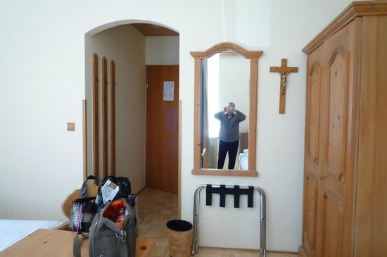 Adlerhof: The entrance and the cross of the hotel room