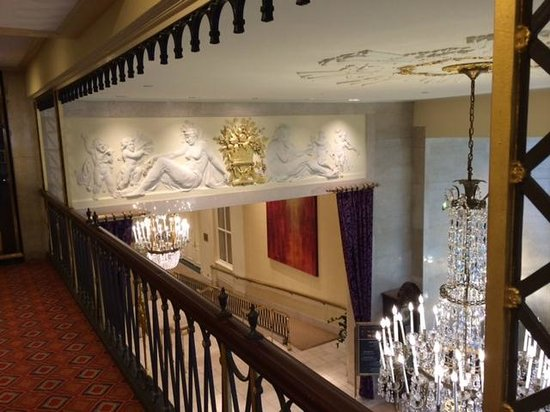 The Mayflower Hotel, Autograph Collection: Artwork above the reception area