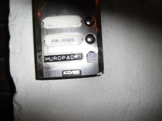 Residenza Muropadri : Indicação na campainha de entrada