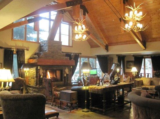 The Hotel Telluride : the beautiful lobby
