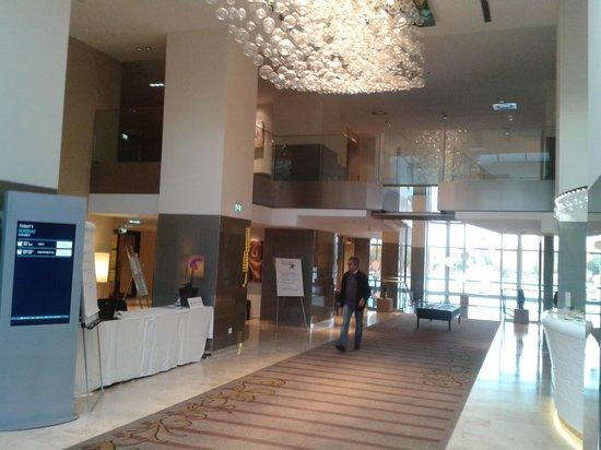 Hilton Vienna Danube Waterfront: Lobby