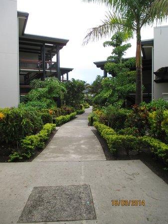Wyndham Resort Denarau Island: walking to our garden apartment - 2nd floor