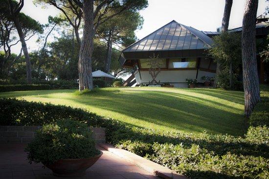 La Bussola: La struttura vista dal giardino
