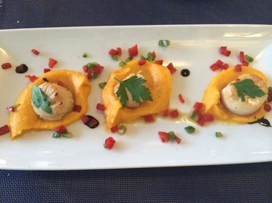 Restaurante Akvavit : scallops with carrot puree.... yum! X