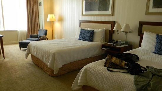 Loews New Orleans Hotel: Nice spacious room,