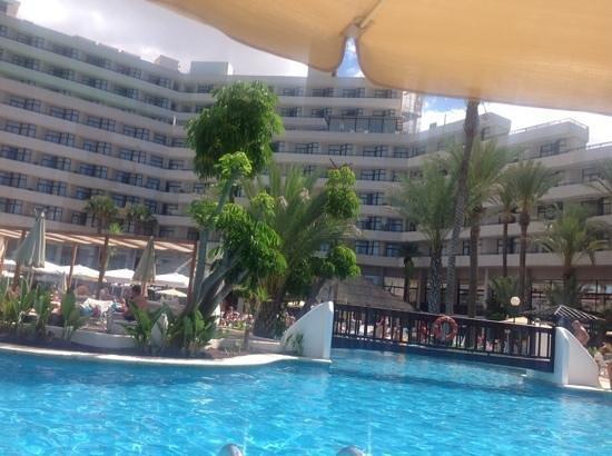 H10 Conquistador: pool view