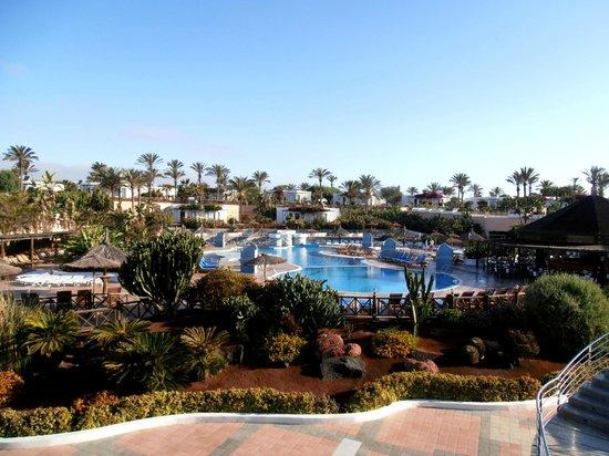 Hotel Club Playa Blanca: Vue de la piscine