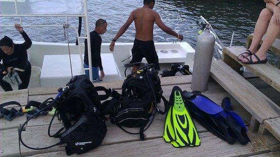 Seagrape Plantation Resort: Unloading scuba tanks and gear