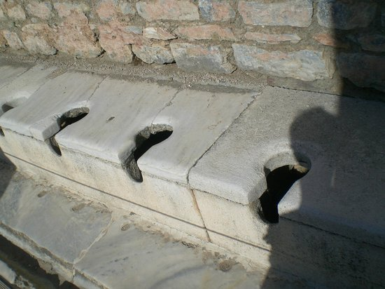 Ruinen von Ephesos: 17 hole mens' potty with running water and stone seats