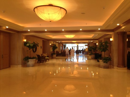 Hyatt Regency Clearwater Beach Resort & Spa: main lobby by the conference rooms - 2nd floor