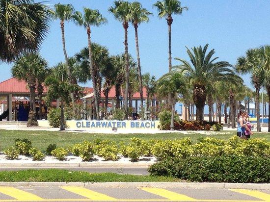 Hyatt Regency Clearwater Beach Resort & Spa: sign welcoming you to Clearwater Beach by the pier