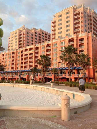 Hyatt Regency Clearwater Beach Resort & Spa: view of the hotel from the beach