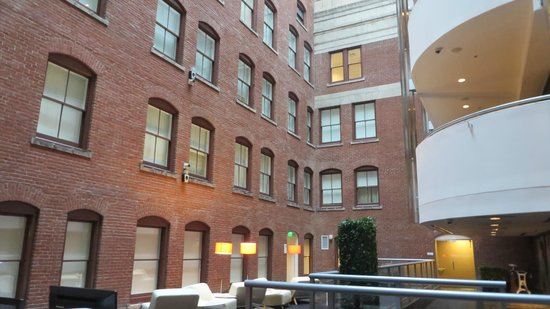 Le Meridien Philadelphia: Enclosed courtyard