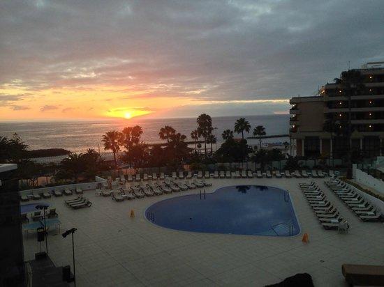 HOVIMA Costa Adeje: Espectacular atardecer desde la habitacion