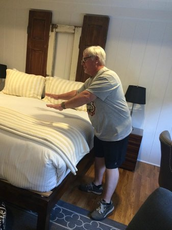Vagabond's House Inn: Wanting to 'mess up' the perfect bed (he didn't)