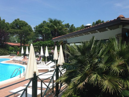 Park Residence Il Gabbiano : Pool and Restaurant