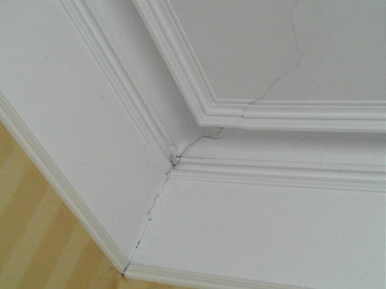 Roslin Lodge B&B: crepe nel soffitto - cracks in the ceiling