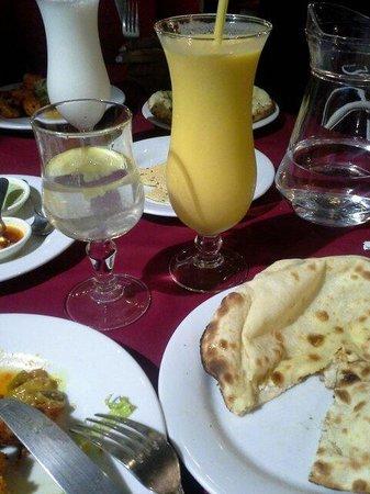 Le Nawab: Lassi mangue et nan au fromage