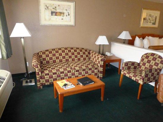 Magnuson Hotel Manitou Springs: Seating Area