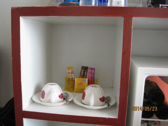 Hip Bangkok: Coffee and Tea set in room