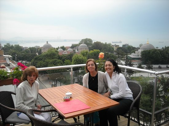 Ambassador Hotel: Breakfast terrace