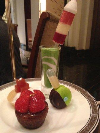 Palm Court at The Langham: Gluten free desserts