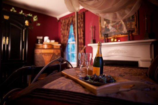 Cooper's Landing Inn: Pure Romance in the Romeo & Juliet Room