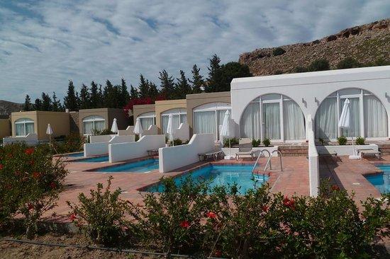 Les chambres avec piscine privée. - Photo de Porto Angeli Beach ...