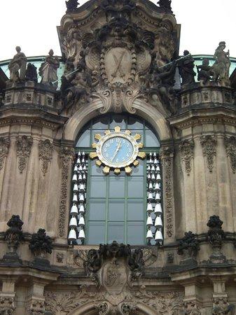 Zwinger: Часы во дворе Цвингера