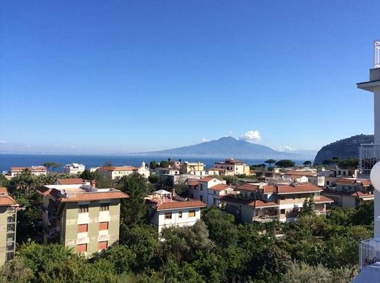 Hotel Caravel Sorrento : great view of Mount Vesuvius